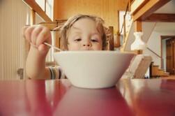 Toddler eating #supportingapickyeater #supportingafussyeater #pickyeater # pickyeating #helppickyeater #helpfussyeater #helpingpickyeater #helpingfussyeater #helppickyeating #helpfussyeating #fussyeating #judithyeabsley #fussyeater #theconfidenteater #addingfoods #wellington #NZ #5weekprogram
