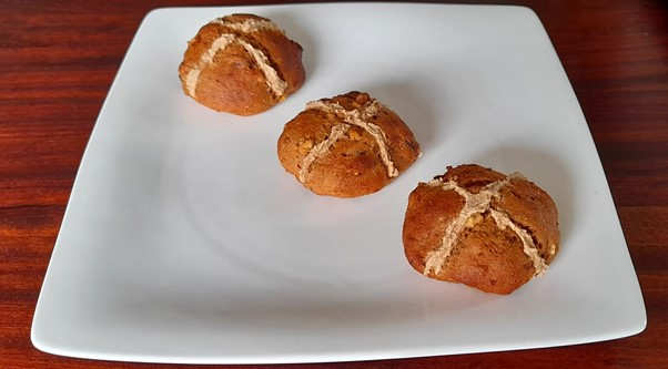 Hot cross buns – Easter recipes for picky eaters and fussy eaters #hotcrossbuns, #funeasterrecipes, #funfoodsforpickyeaters, #funfoodsdforfussyeaters, #Recipesforpickyeaters, #helpforpickyeaters, #helpforpickyeating, #Foodforpickyeaters, #theconfidenteater, #wellington, #NZ, #judithyeabsley, #helpforfussyeating, #helpforfussyeaters, #fussyeater, #fussyeating, #pickyeater, #pickyeating, #supportforpickyeaters, #winnerwinnerIeatdinner, #creatingconfidenteaters, #newfoods, #bookforpickyeaters, #thecompleteconfidenceprogram, #thepickypack